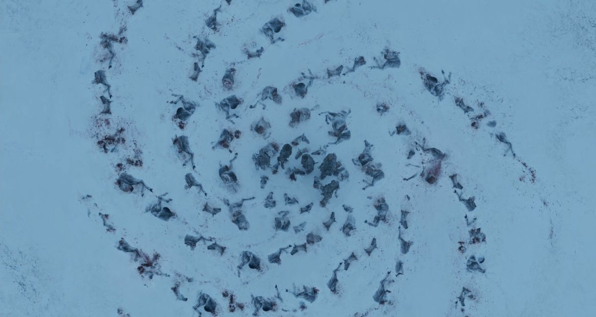 Game of Thrones season 3 episode 3 - mutilated horse bodies in a pattern