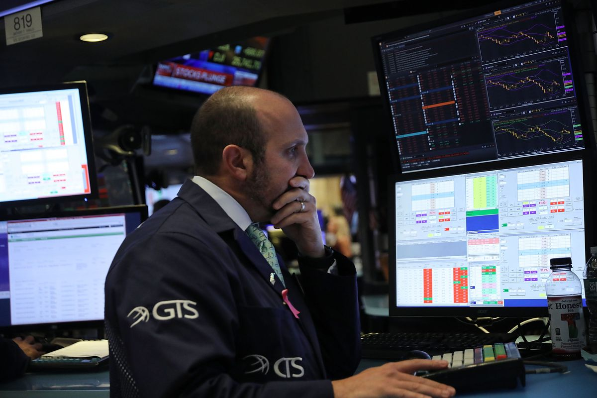 The US stock market fell sharply on October 10, 2018, leading the Dow Jones to drop more than 800 points. That led to a global market nose dive.