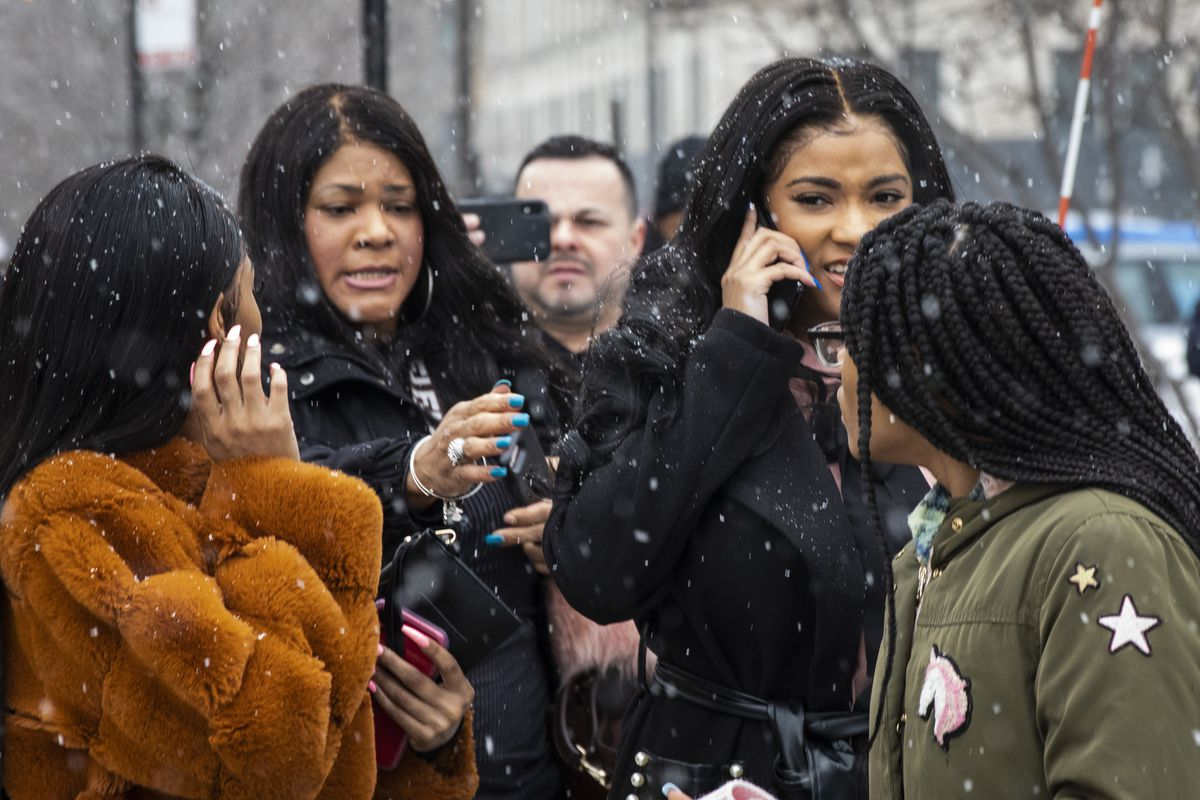 R. Kelly girlfriend Joycelyn Savage rebuffs her mother after court hearing