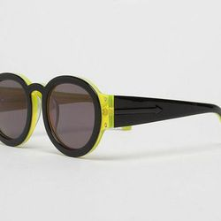 "<a href=""http://www.lagarconne.com/store/item.htm?itemid=11735&sid=194&pid=#""> Karen Walker Pegs sunglasses</a>, $180 lagarconne.com"