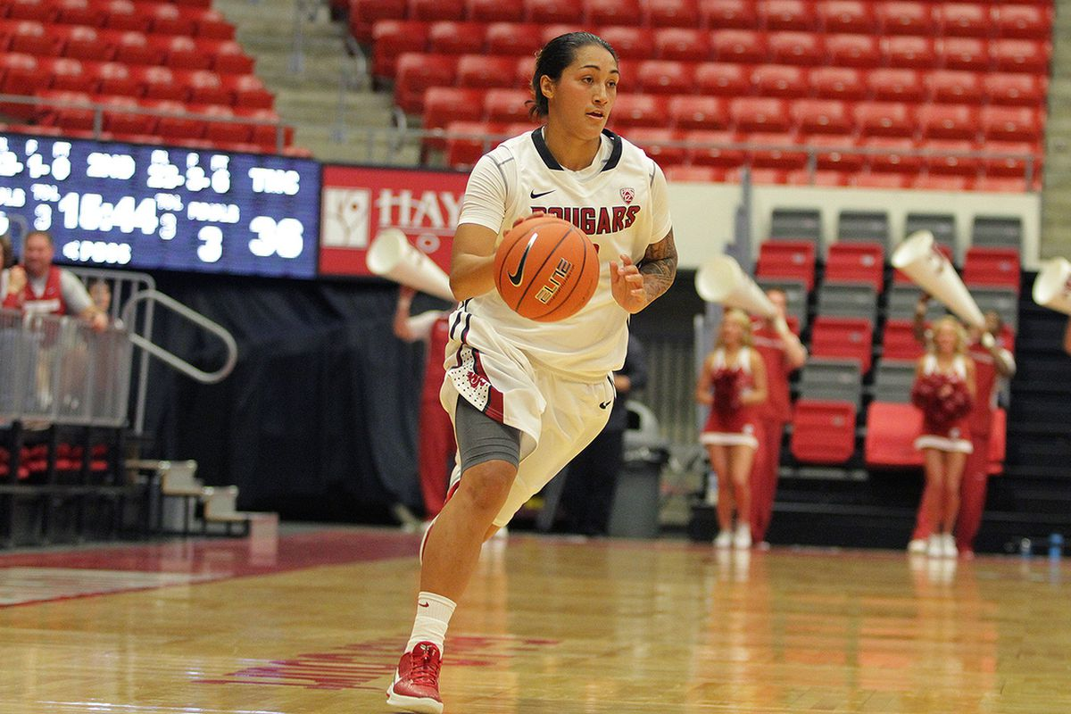 Lia Galdeira led the team with 16 points in the loss to Stanford
