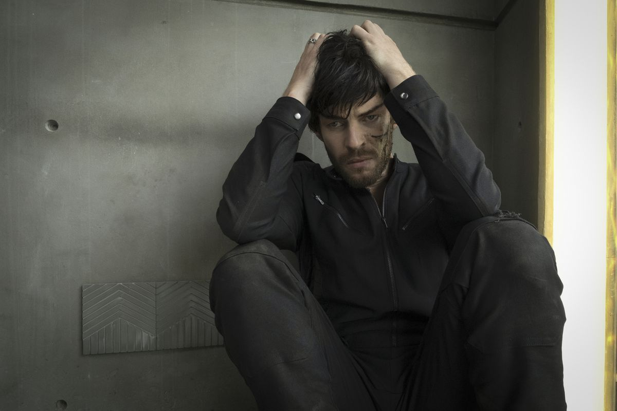 Harry Treadaway as the Romulan Narek curls up in a cell with a bloody cut on his face in Star Trek: Picard.