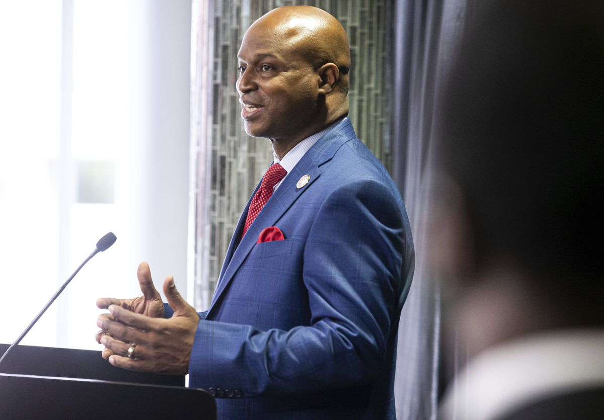 """State House Speaker Emanuel """"Chris"""" Welch, D-Hillside, holds his first news conference after being sworn in at the Bank of Springfield Center, Wednesday."""
