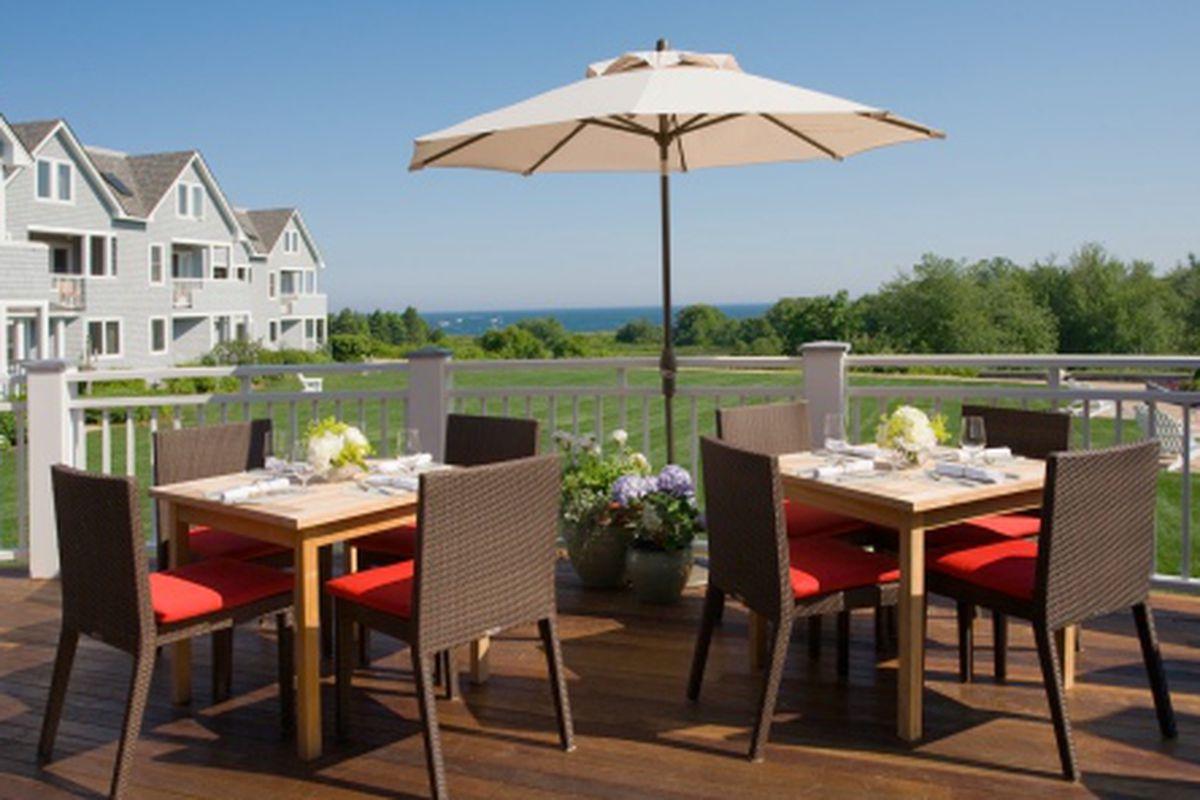 "Photo: Outdoor dining at Sea Glass/<a href=""http://innbytheseamaine.wordpress.com/sea-glass-restaurant/"">Inn by the Sea</a>]"