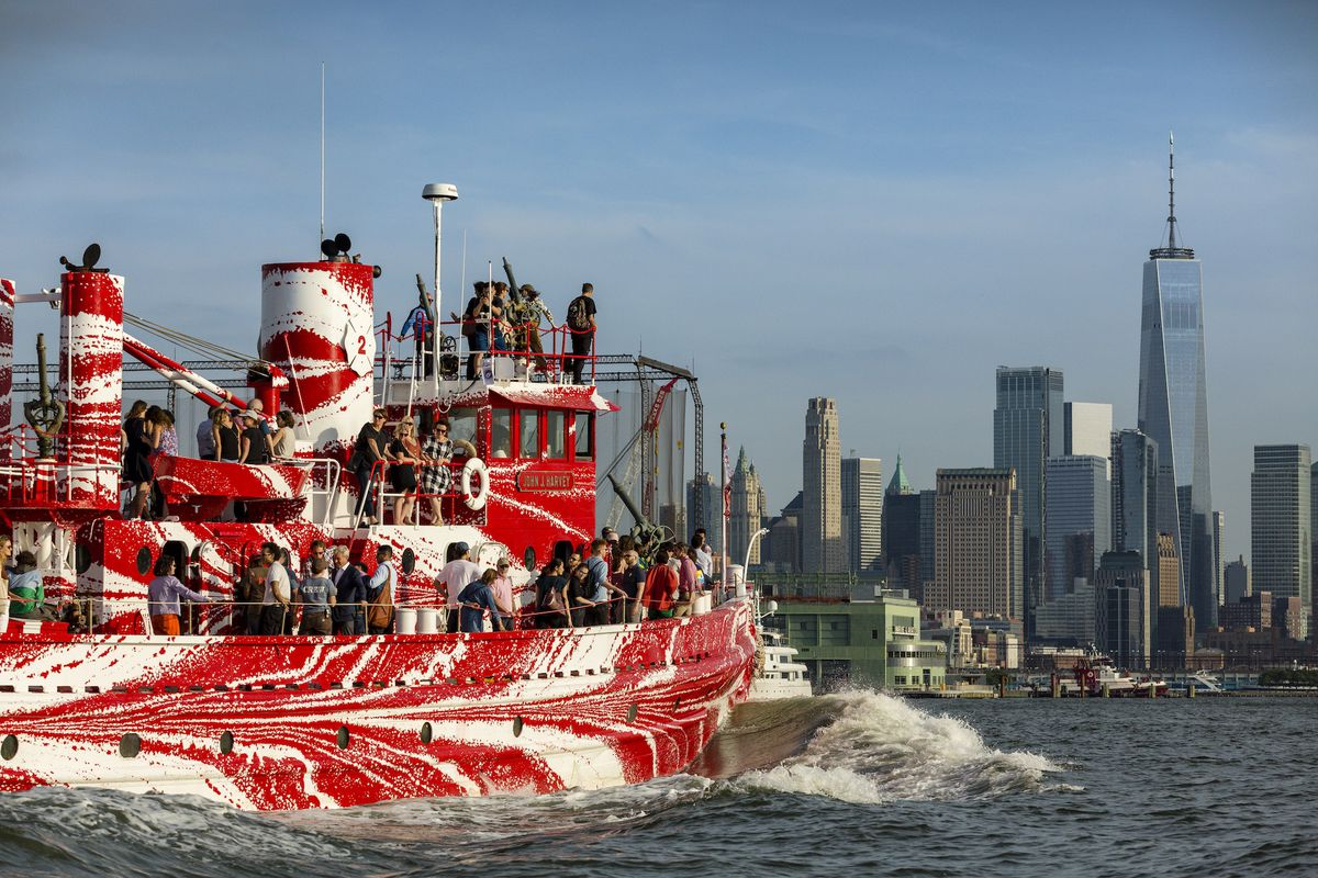 New York S Most Historic Fire Boat Has A Dazzling New Paint Job