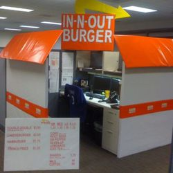 """<a href=""""http://freddog.tumblr.com/post/1431794703/this-guy-at-work-went-all-out-for-his-halloween"""" rel=""""nofollow"""">In-N-Out Cubicle</a>"""