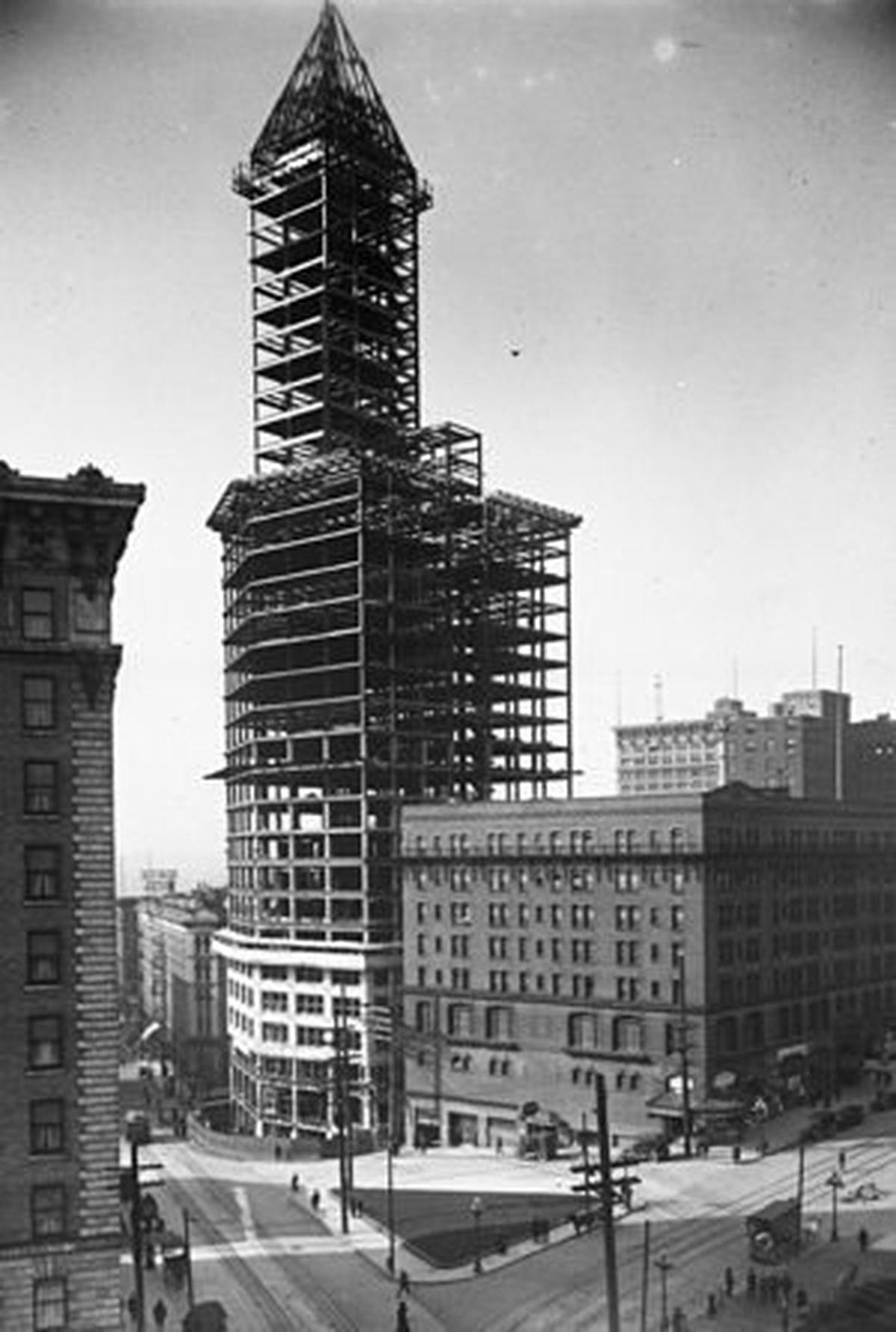 Seattle S Skyline Defining Smith Tower Celebrates 100