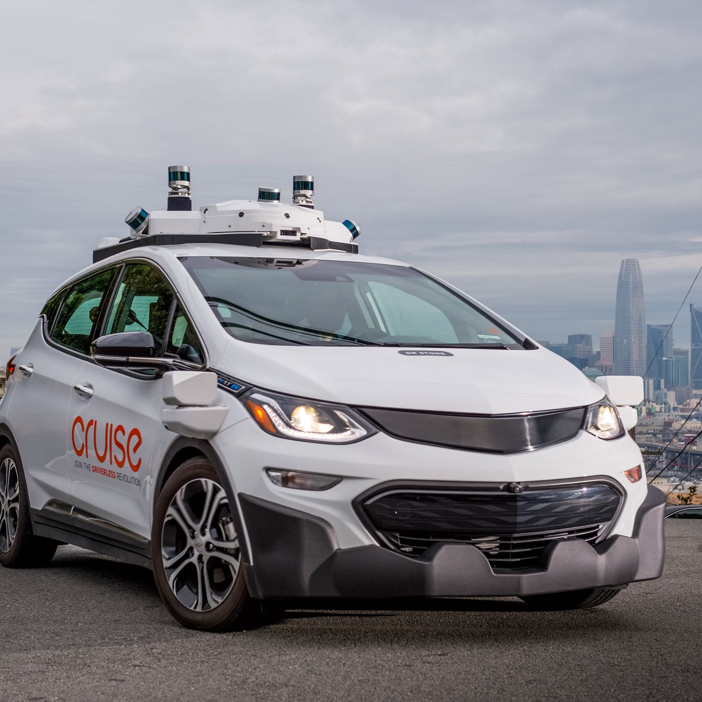 theverge.com - Andrew J. Hawkins - Watch Cruise's self-driving cars perform 1,400 unprotected left turns in 24 hours
