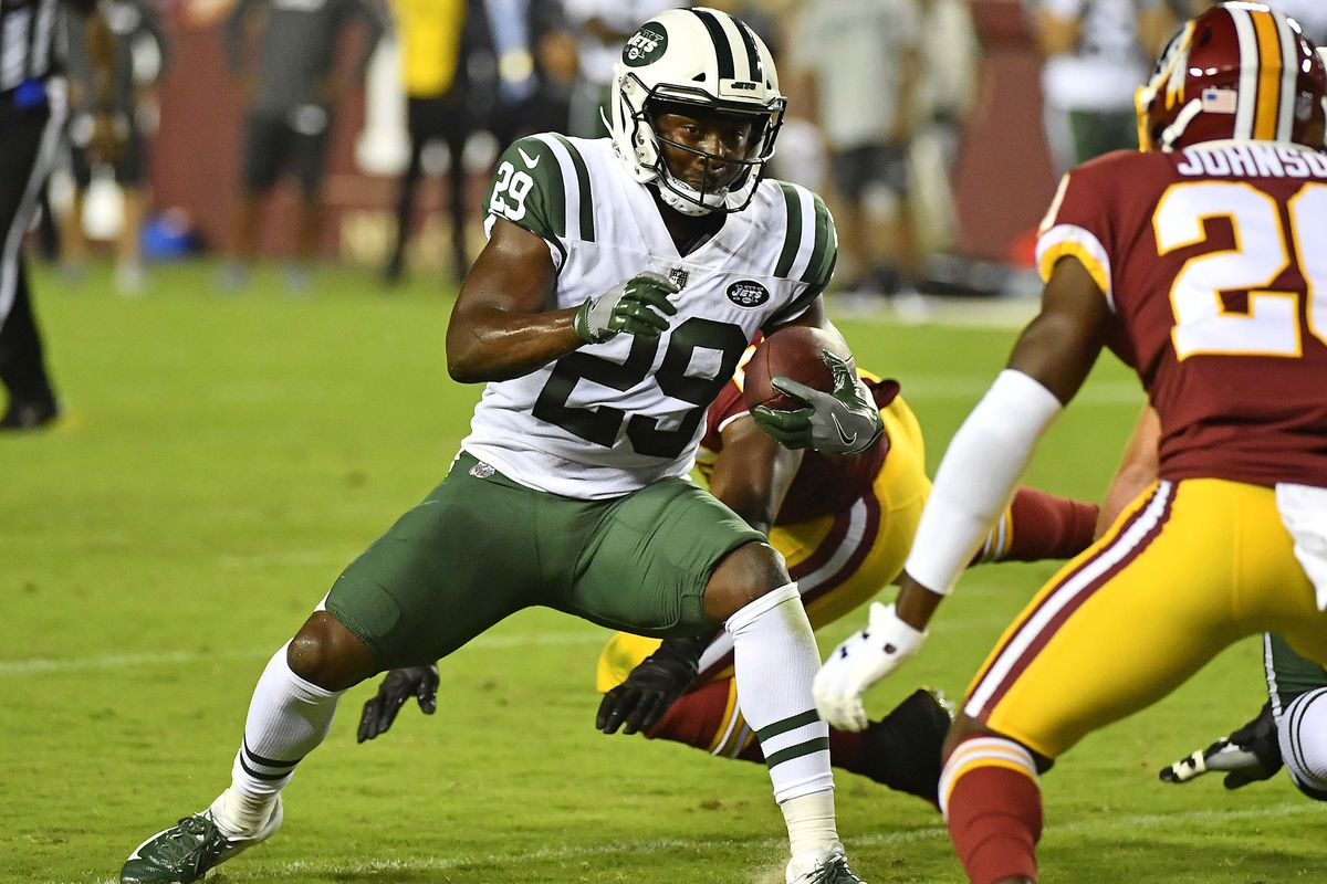 New York Jets running back Bilal Powell rushes the ball against Washington during the first half at FedEx Field.