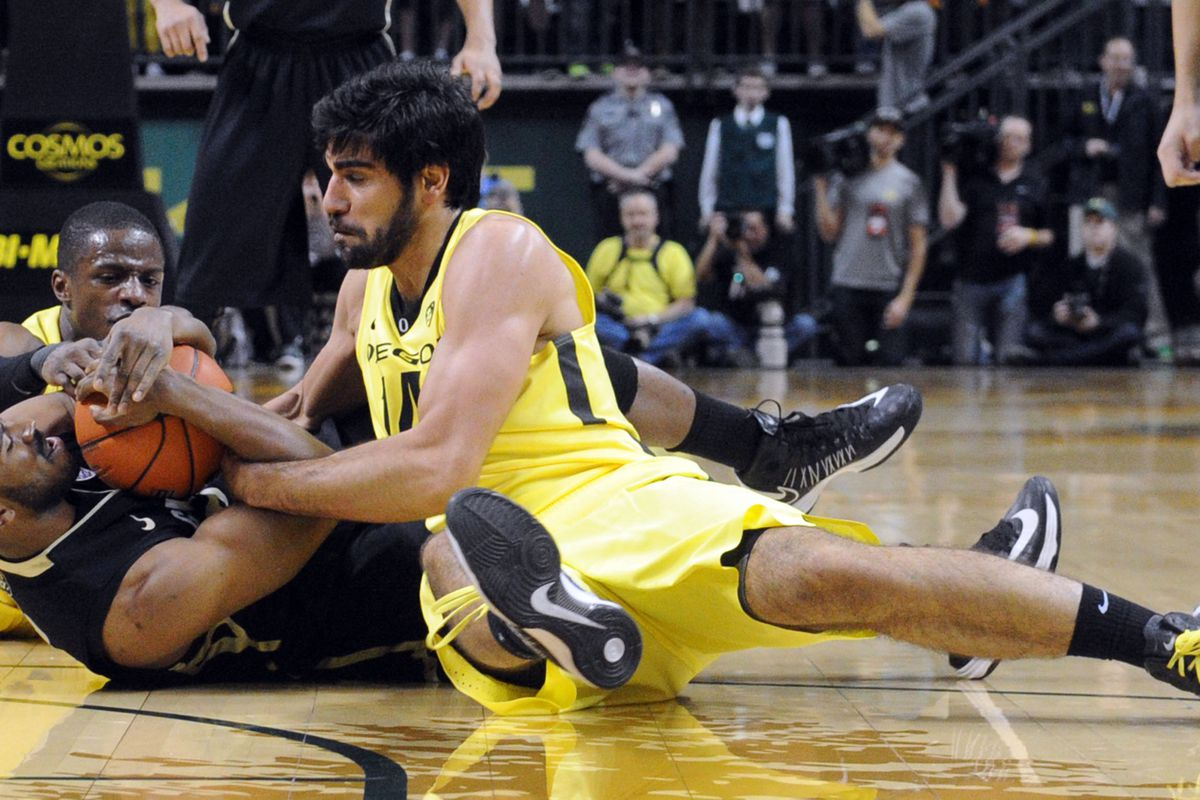 Oregon's Arsalan Kazemi fights for the ball with a Colorado player.