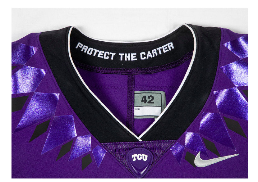 Each jersey has a specific embroidery on the collar 3f12eb0f3