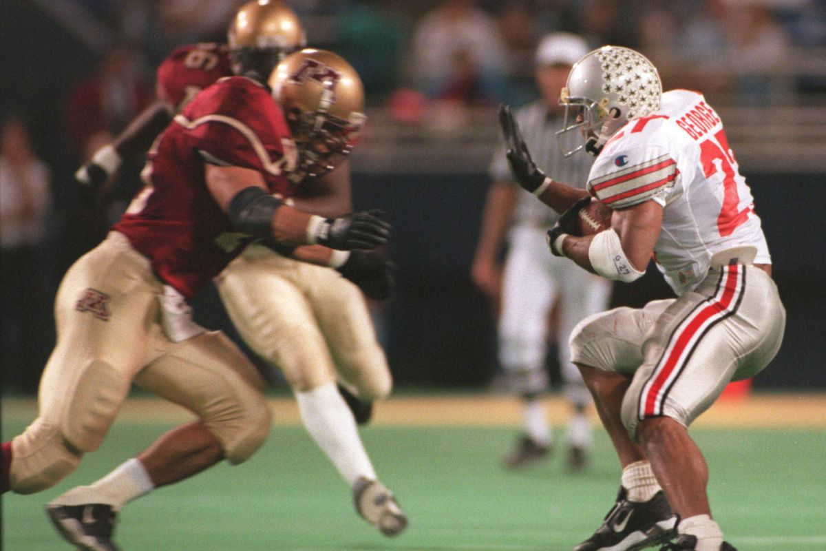 Eddie George of Ohio State cuts aganist the grain to avoid a Minnesota defender in the 2nd quater of Big Ten action
