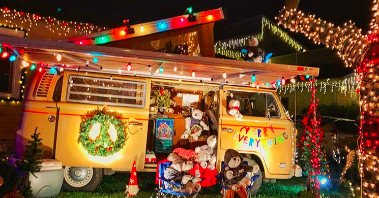 - The 10 Best Christmas Light Displays In LA