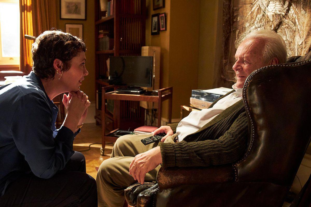 أوليفيا كولمان في دور آن ، أنتوني هوبكنز في دور أنتوني في فيلم الأب.