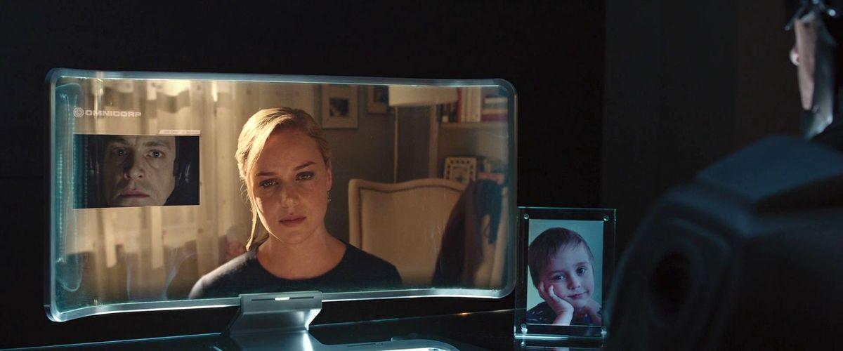 robocop 2014 remake: joel kinnamen talks to his wife on video chat