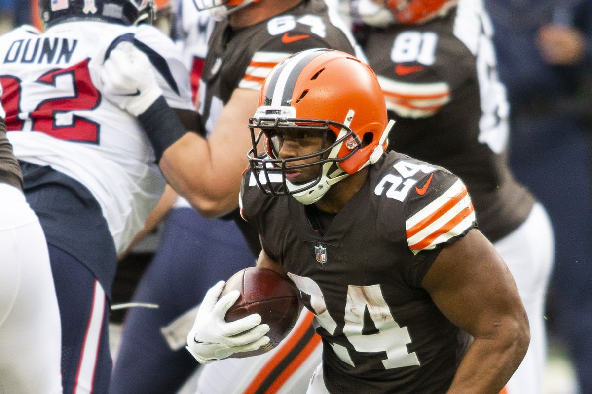 Cleveland Browns running back Nick Chubb (24) runs the ball against the Houston Texans during the first quarter at FirstEnergy Stadium.