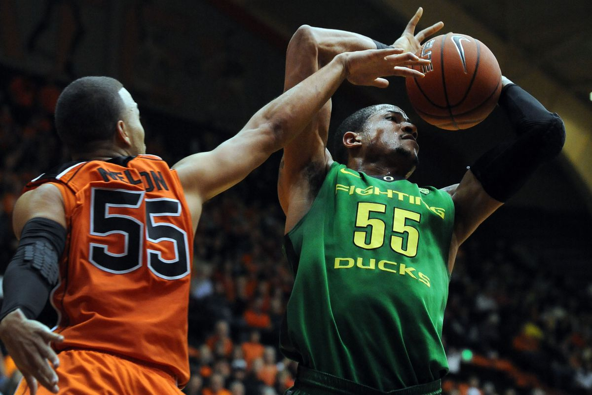 Oregon St.'s Roberto Nelson contests a shot by Oregon's Tony Woods.