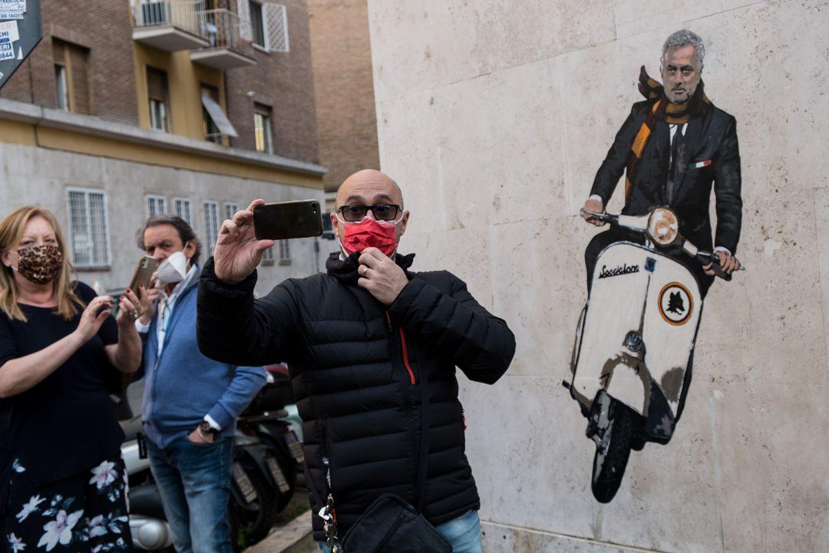 A Mural Dedicated To The New Roma Coach Mourinho