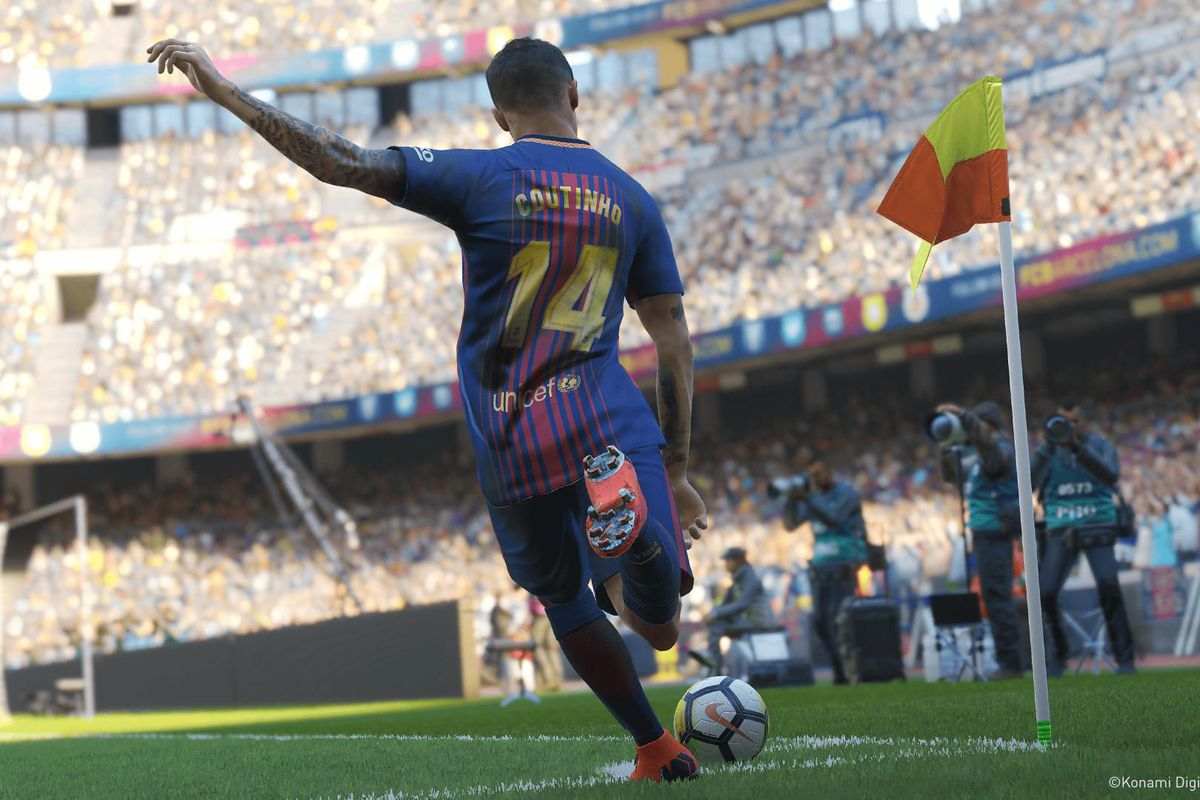 Pro Evolution Soccer 2019 - Coutinho takes a corner kick