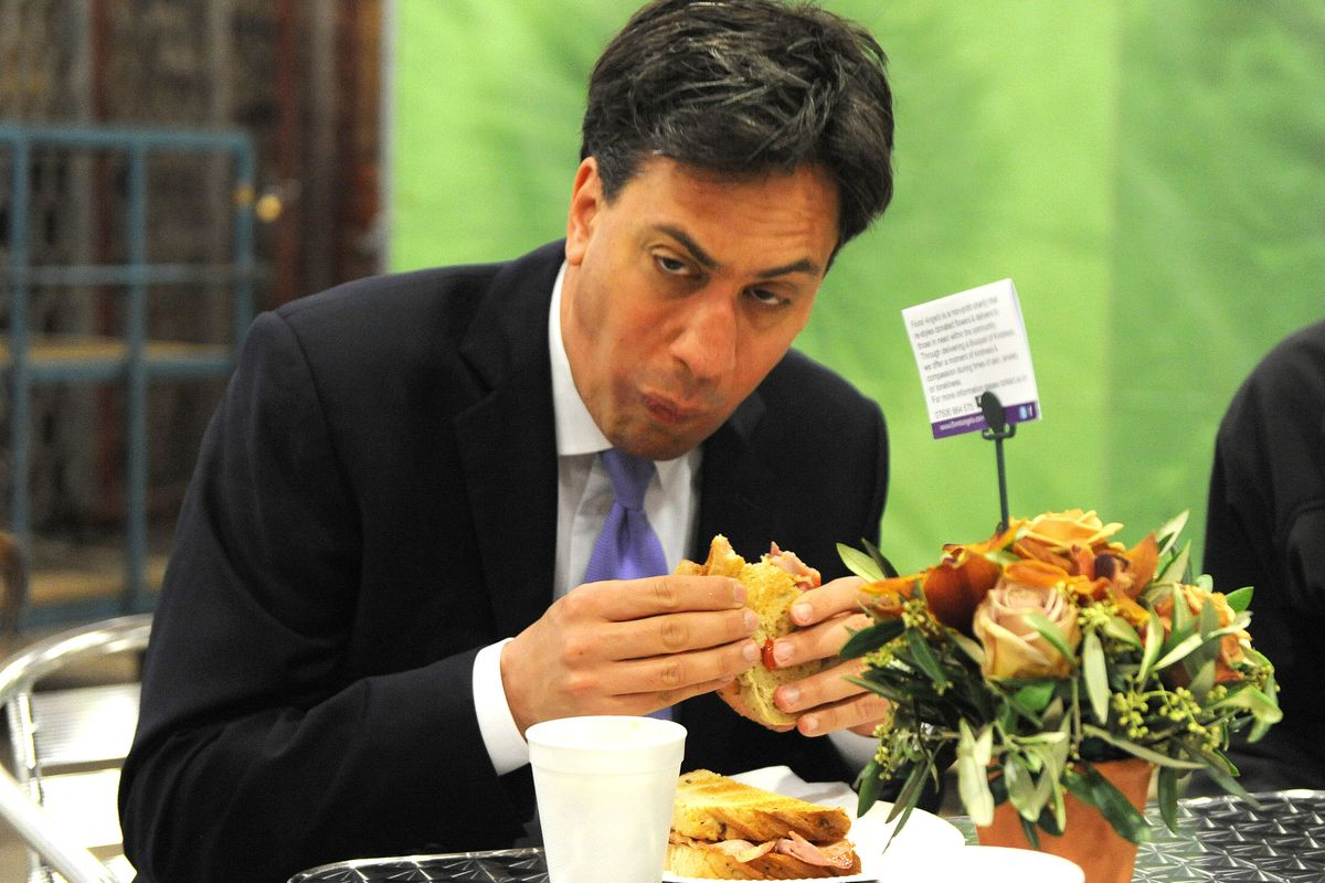 Ed Miliband's bacon sandwich photo is back on after outstanding bacon tweet
