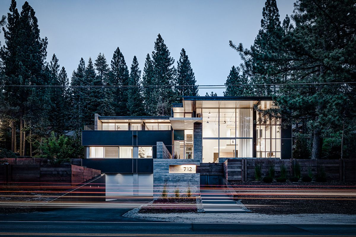 Modern tahoe retreat frames stunning views curbed for Tahoe architects