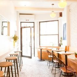 """<a href=""""http://ny.eater.com/archives/2014/08/dimes_sabrina_de_sousa_alissa_wagner_green_scene.php"""">Dimes, a Sunny Los Angeles Cafe Grows in Chinatown</a>"""