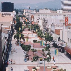 When planning began for the outdoor shopping center more than 25 years ago, there was no blueprint, model or benchmark to measure it against because, at the time, the general opinion among urban planners was that the indoor mall was the only workable mode