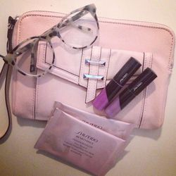 """The cold is relentless. Today is was 20F-freezing! Stuck inside (again), I rustle around my apartment for something inspirational. I find a sweet pastel pink Simply Vera Wang clutch and some Pantone Radiant Orchid-inspired purple glosses from <a href=""""htt"""