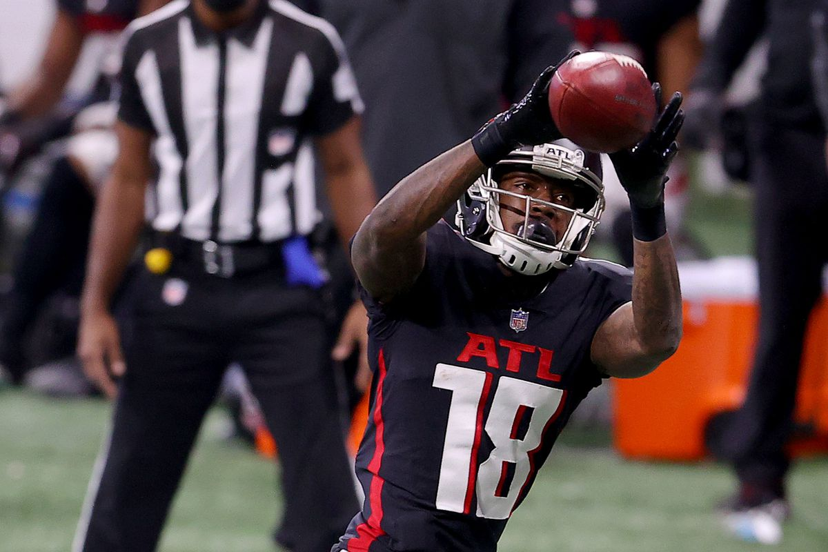 Calvin Ridley #18 of the Atlanta Falcons catches a pass against the Tampa Bay Buccaneers during the second quarter in the game at Mercedes-Benz Stadium on December 20, 2020 in Atlanta, Georgia.