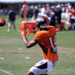 Broncos WR Courtland Sutton opens his palms towards the pass.