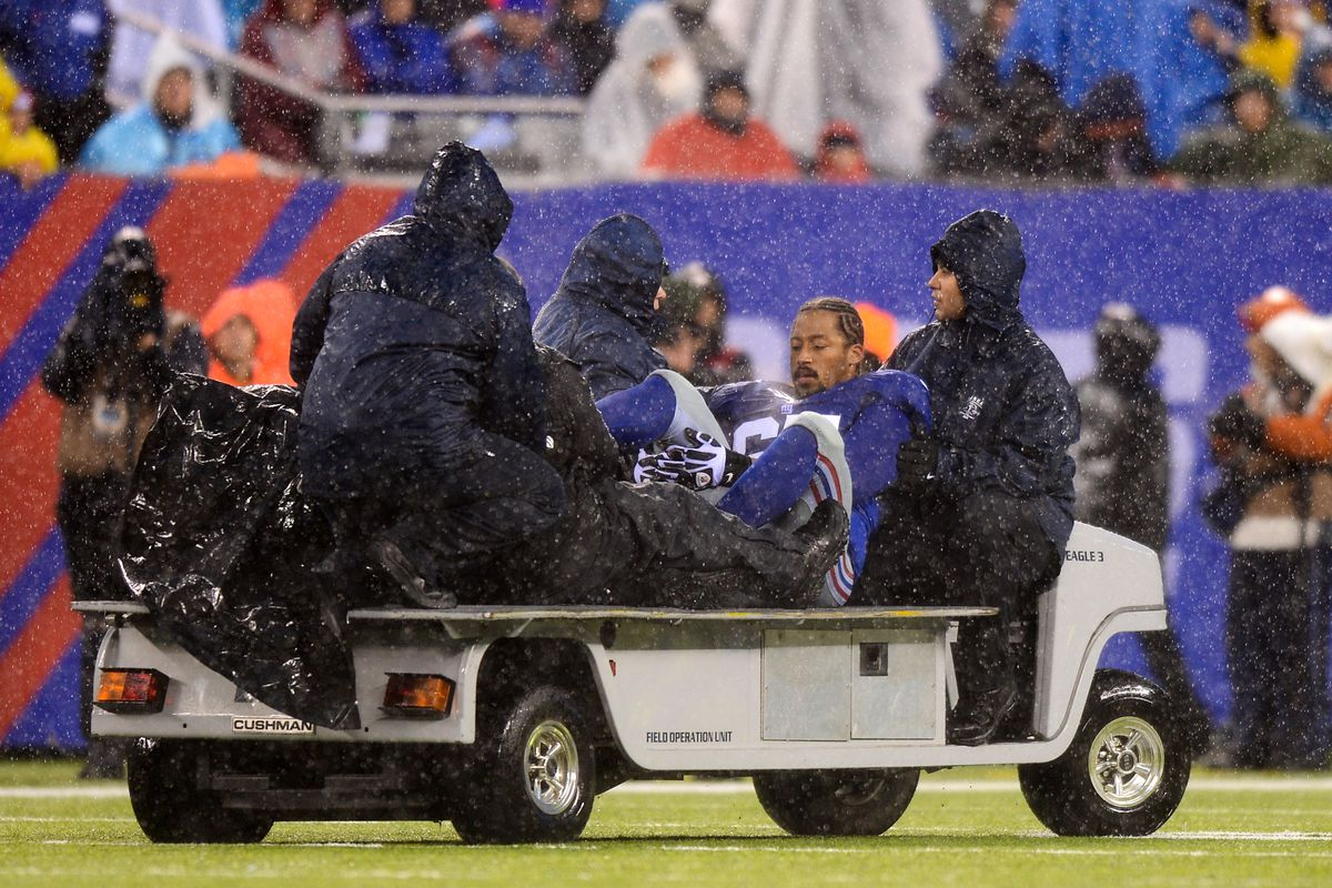 Will Beatty gets carted off with a broken leg in the Giants' season finale