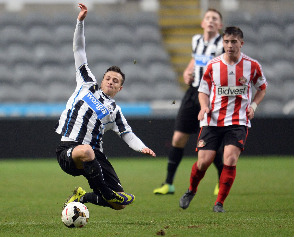Soccer - FA Youth Cup - Fourth Round - Newcastle United v Sunderland - St James' Park