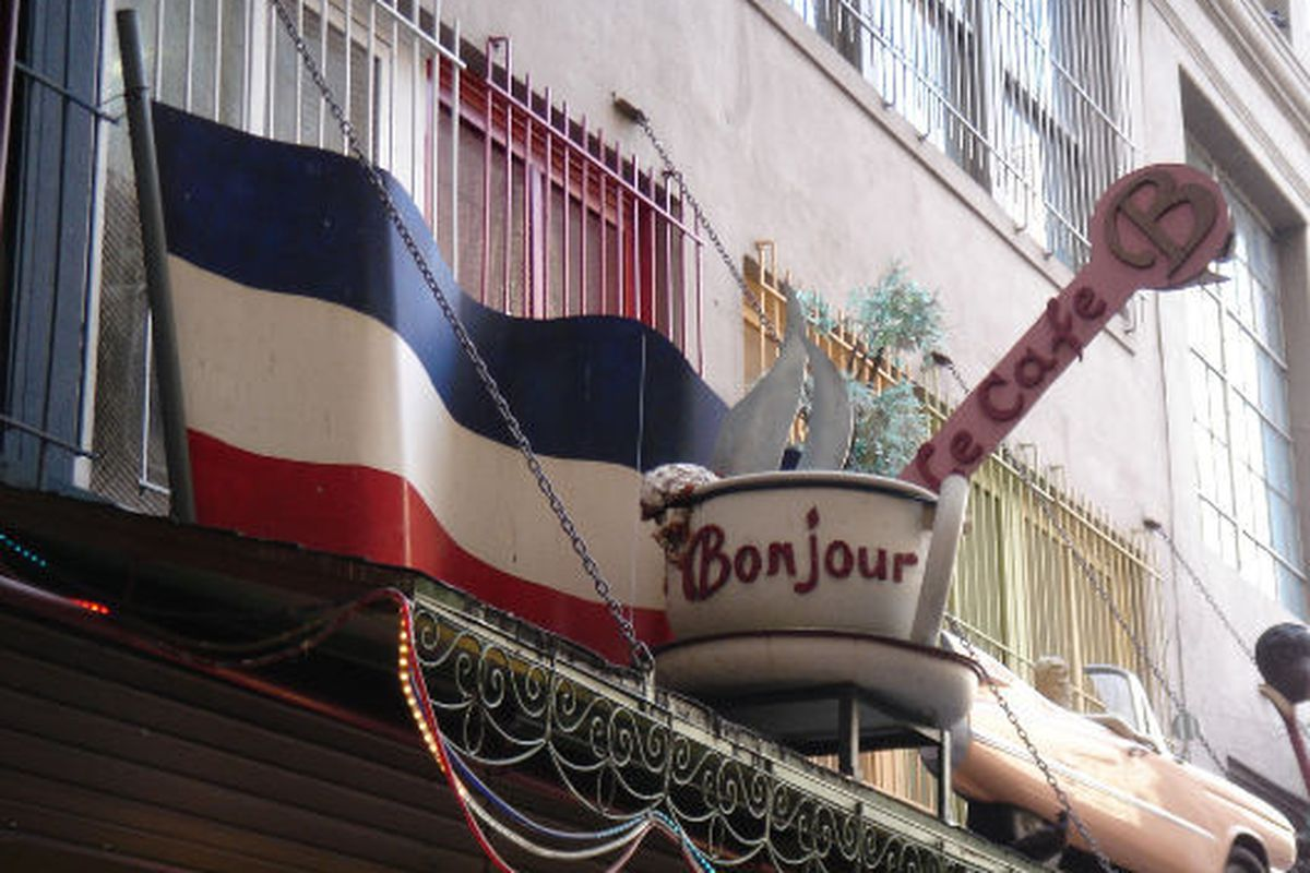 A taste of France in St. Vincent Court, Downtown.