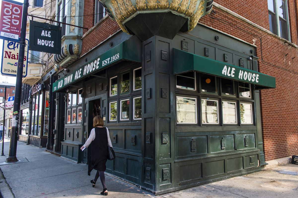 Old Town Ale House in Old Town. | Tyler LaRiviere/Sun-Times