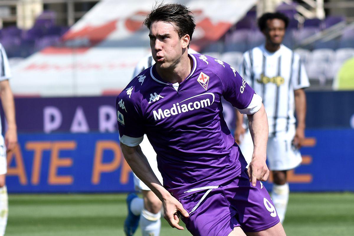 Dusan Vlahovic of ACF Fiorentina celebrates after scoirng on...