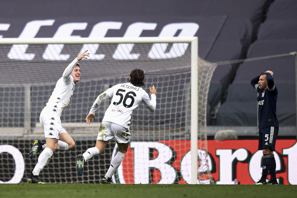 Adolfo Gaich (L) of Benevento Calcio celebrates with...