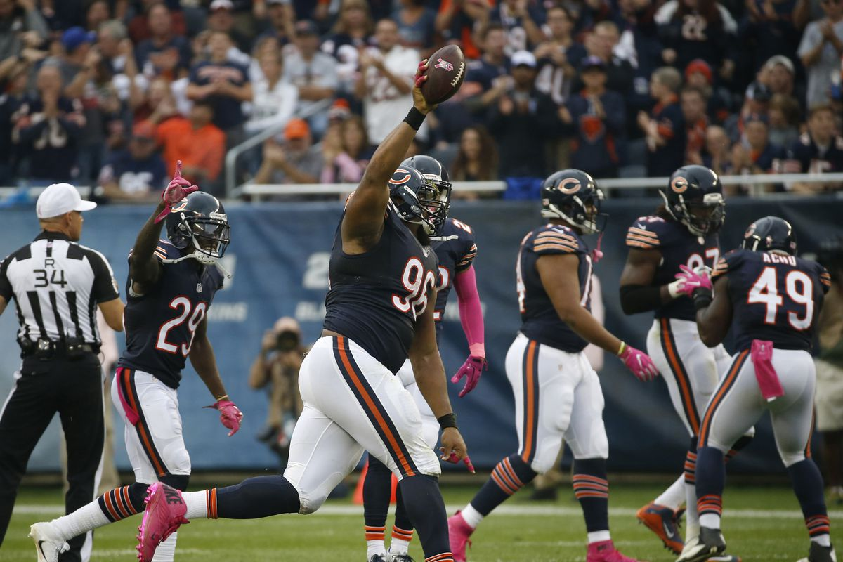 Akiem Hicks avoids suspension after pushing a game official in the Bears' Week 4 win