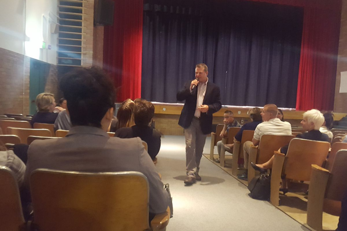 Jeffco Superintendent Jason Glass talks to community members at Arvada K-8 during a Many Voices event. (Photo by Yesenia Robles, Chalkbeat)