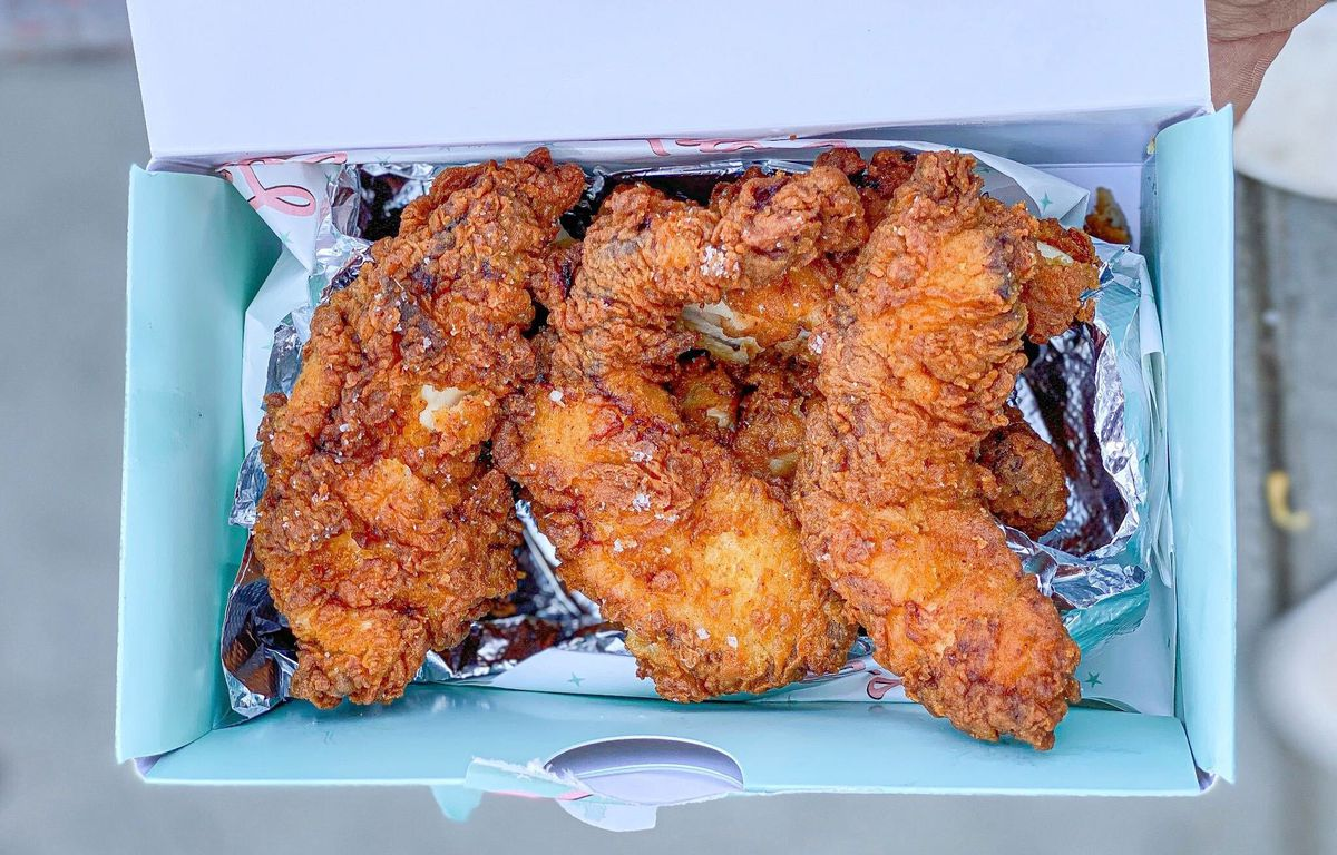 Chicken tenders from Lilah's Diner in a turquoise-lined paper box.