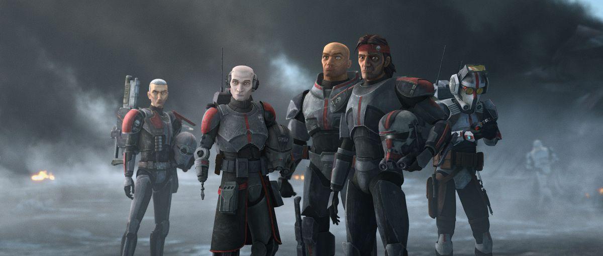 Los cinco miembros de Clone Force 99 están juntos en un fondo gris y brumoso en The Bad Batch