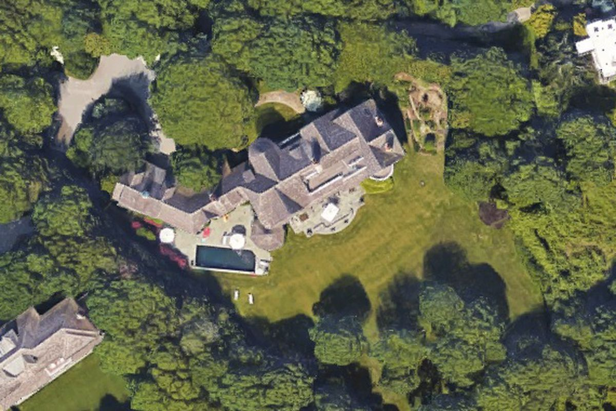 Harvey Weinstein's Hamptons home sells for $10M - Curbed ...