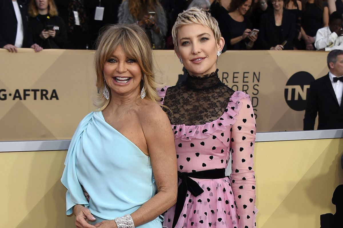 Goldie Hawn and her daughter Kate Hudson arrive at the 24th annual Screen Actors Guild Awards in Los Angeles in 2018.