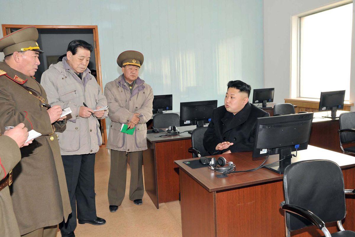 Kim Jong Un talks with North Korean officials