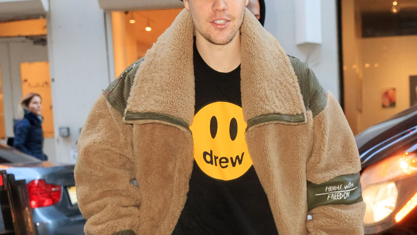 Justin Bieber's New Cat, the Cyrus Family Tree, and Questionable Celebrity Outfits for August