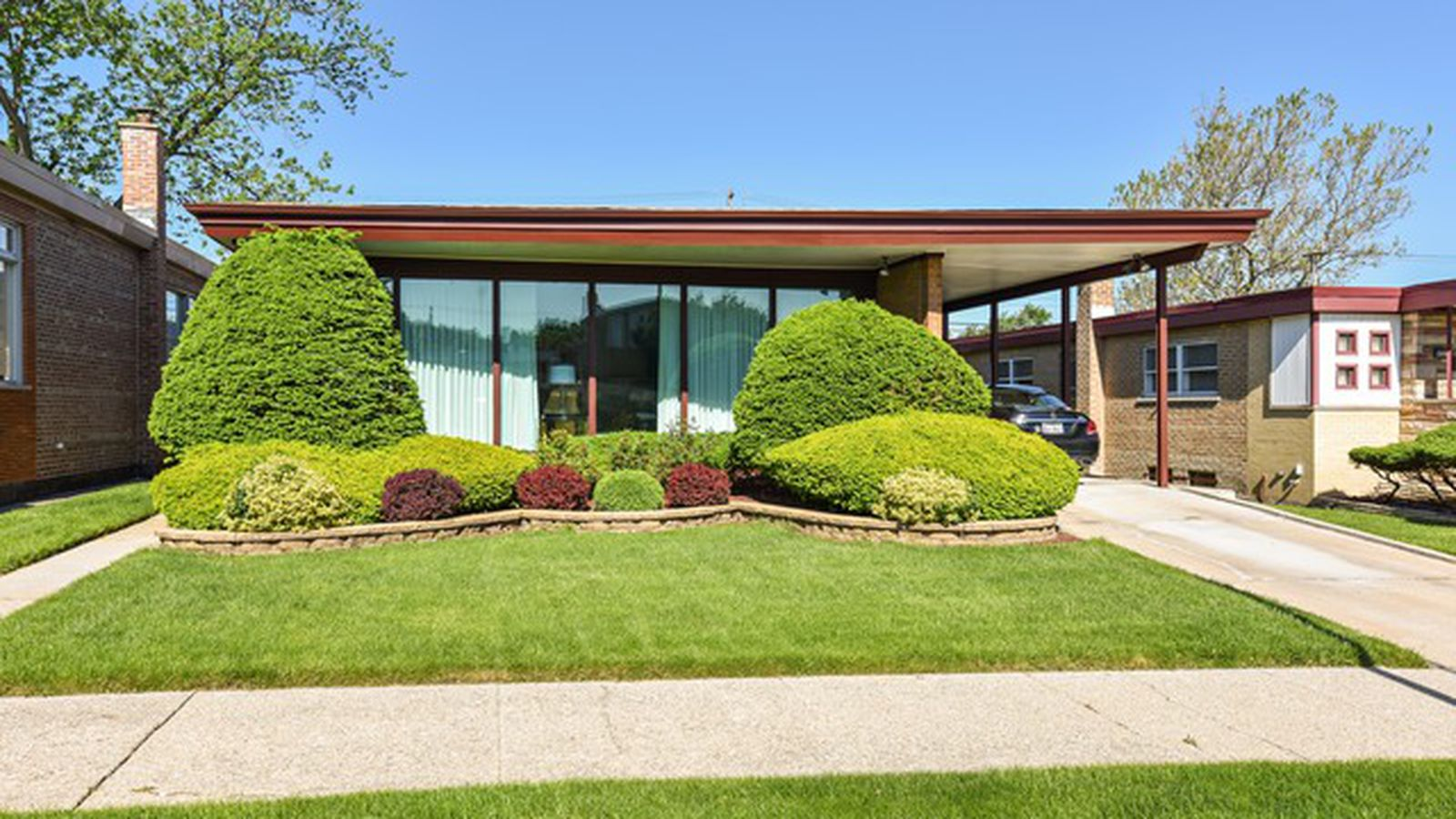 Two chicago area midcentury time capsules for under 250k for Modern homes for sale chicago