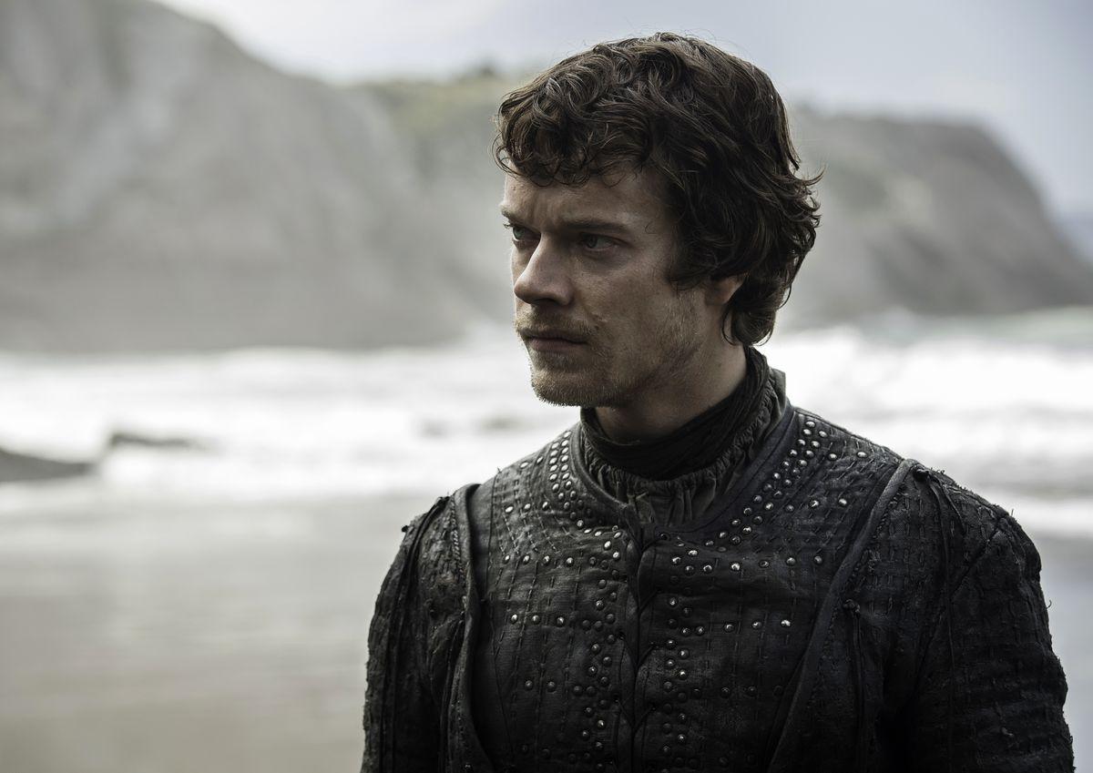 Game of Thrones season 7 - Theon Greyjoy on a beach