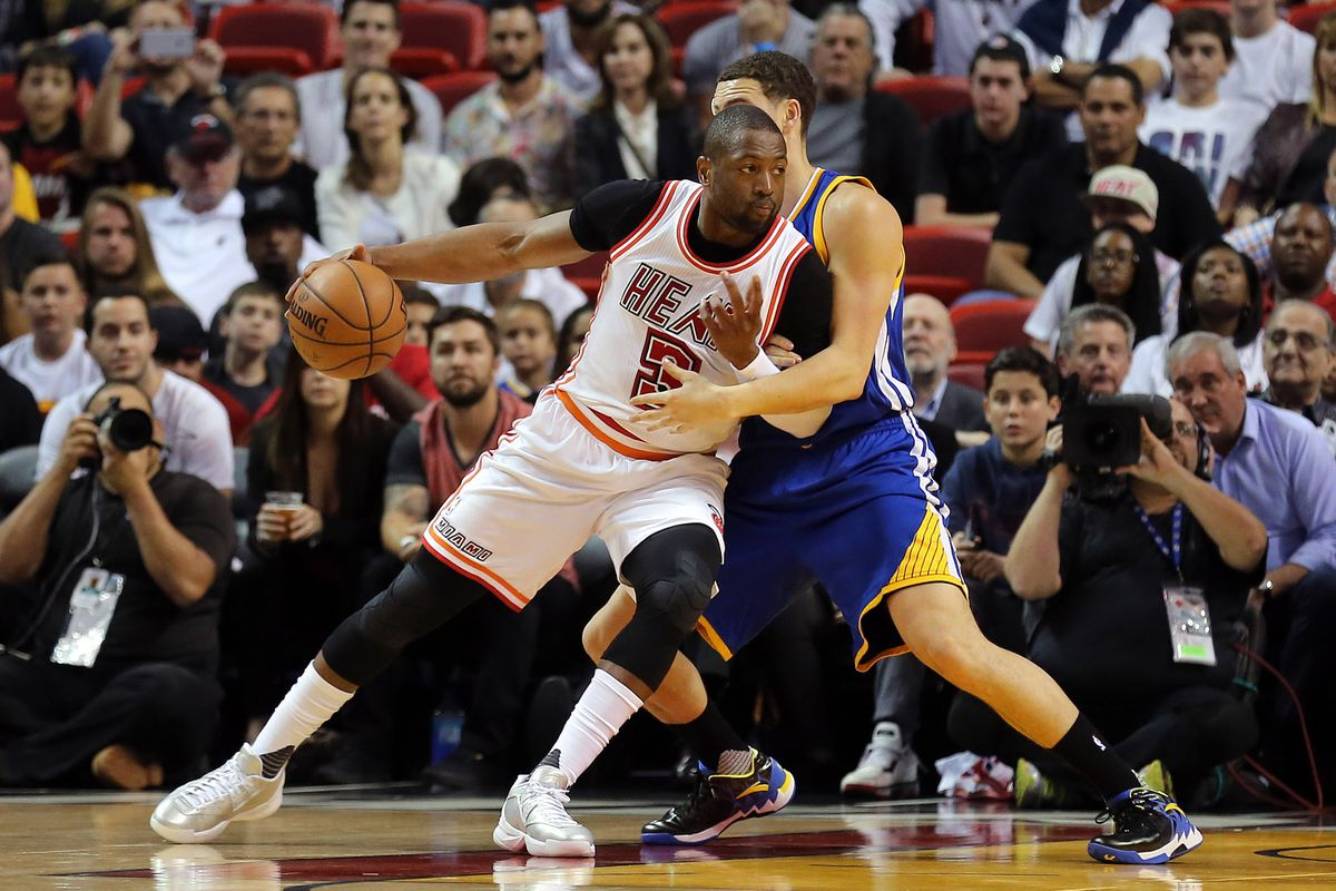 1cfdeae619ca Warriors news  Golden State contacted free agent All-Star Dwyane ...