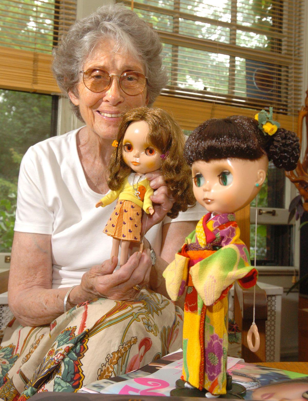 Allison Katzman in 2006 with Blythe dolls she designed.