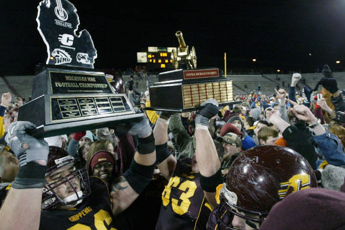 """This game was for Double Trophy points. (via <a href=""""http://www.cmuchippewas.com/ViewArticle.dbml?&ATCLID=205025834&DB_OEM_ID=10500"""" target=""""new"""">cmuchippewas.com</a>)"""