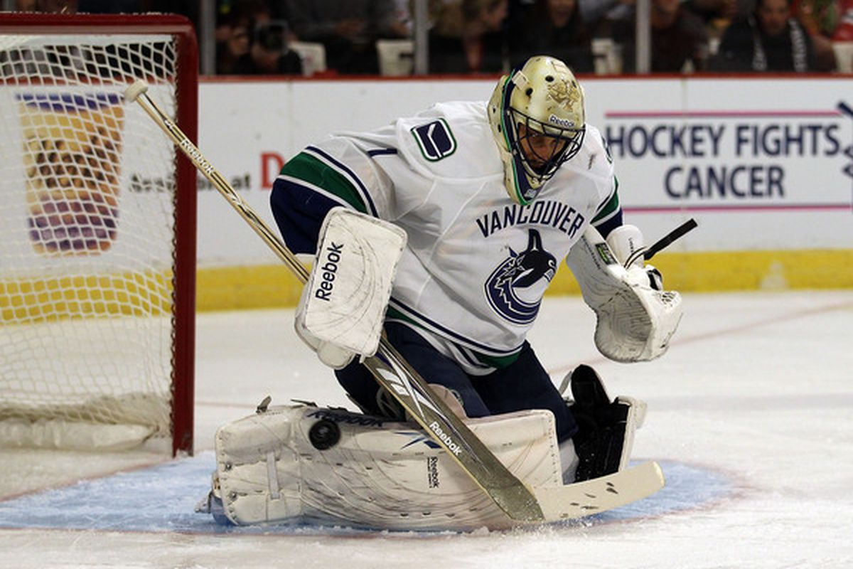Roberto Luongo Rumors Flyers Reportedly Interested In Canucks